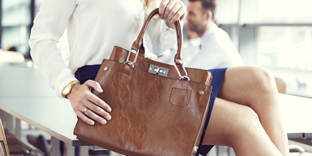 R&N complementos y bolsos stand
