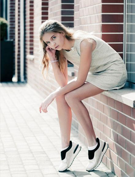 La moda de las zapatillas deportivas con tu ropa de diario